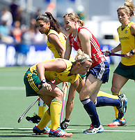 THE HAGUE - South Africa (RSA) vs England. Kate Richardson-Walsh (l) from England with Tarryn Bright (l) .  COPYRIGHT KOEN SUYK