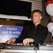 NLD/Amstelveen/20120216 - Presentatie Charityarmband Rode Kruis, dj