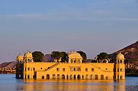 Inde, Rajasthan, Jaipur la ville rose, Jal Mahal, le palais d'été des Maharajas de Jaipur // India, Rajasthan, Jaipur the Pink City, Jal Mahal, the summer palace of the Maharajas of Jaipur