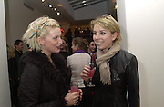 pinny Grylls and Ticky Hedley-Dent. Tatyana Murray private view, Blains Fine Art. w1. 5 April 2001. © Copyright Photograph by Dafydd Jones 66 Stockwell Park Rd. London SW9 0DA Tel 020 7733 0108 www.dafjones.com