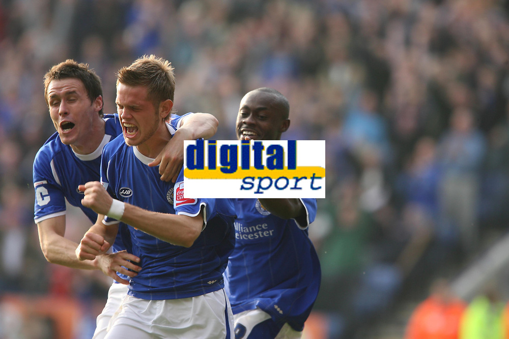 Photo: Pete Lorence.<br /> Leicester City v Southampton. Coca Cola Championship. 14/10/2006.<br /> Ricahrd Stearman celebrates after taking Leicester in to a 3-2 lead.
