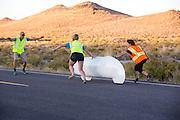 Aurelien Bonneteau tijdens de laatste race. In Battle Mountain (Nevada) wordt ieder jaar de World Human Powered Speed Challenge gehouden. Tijdens deze wedstrijd wordt geprobeerd zo hard mogelijk te fietsen op pure menskracht. Het huidige record staat sinds 2015 op naam van de Canadees Todd Reichert die 139,45 km/h reed. De deelnemers bestaan zowel uit teams van universiteiten als uit hobbyisten. Met de gestroomlijnde fietsen willen ze laten zien wat mogelijk is met menskracht. De speciale ligfietsen kunnen gezien worden als de Formule 1 van het fietsen. De kennis die wordt opgedaan wordt ook gebruikt om duurzaam vervoer verder te ontwikkelen.<br /> <br /> In Battle Mountain (Nevada) each year the World Human Powered Speed Challenge is held. During this race they try to ride on pure manpower as hard as possible. Since 2015 the Canadian Todd Reichert is record holder with a speed of 136,45 km/h. The participants consist of both teams from universities and from hobbyists. With the sleek bikes they want to show what is possible with human power. The special recumbent bicycles can be seen as the Formula 1 of the bicycle. The knowledge gained is also used to develop sustainable transport.