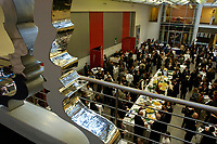 24 NOV 2003, BERLIN/GERMANY:<br /> Uebersicht Politikkongress, dbb Forum<br /> IMAGE: 20031124-02-073<br /> KEYWORDS: Lobby, Übersicht, Saal