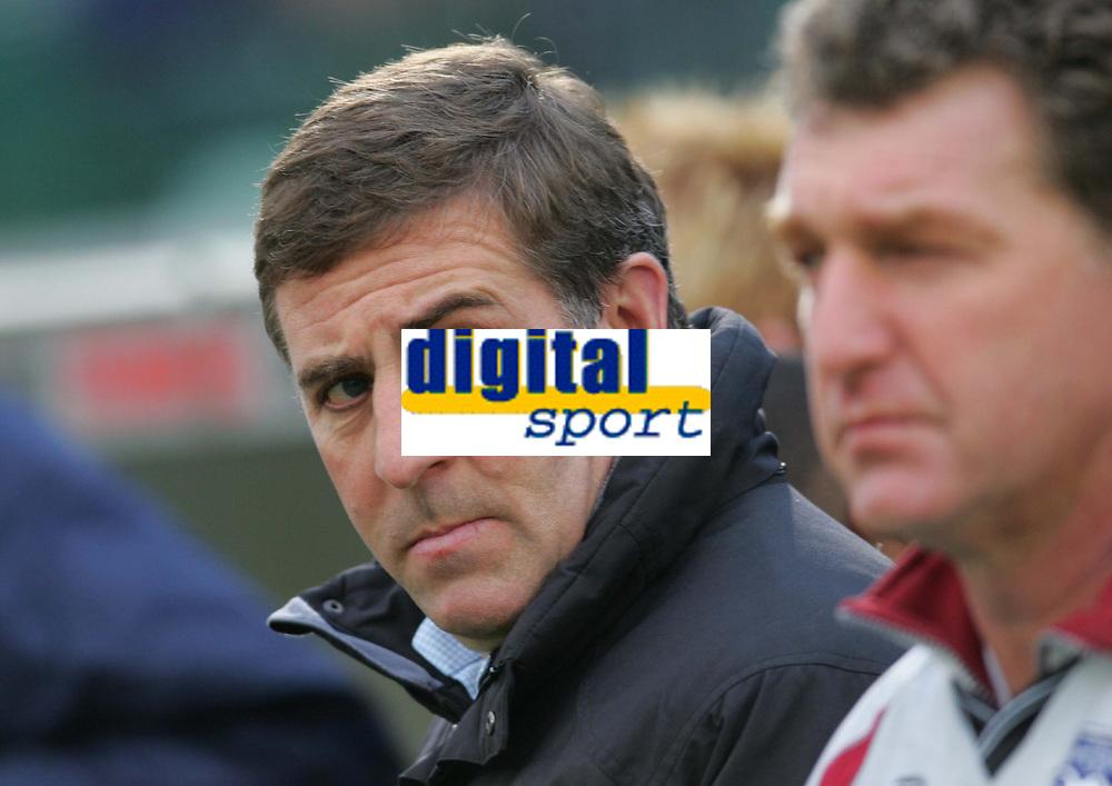 Photo: Frances Leader.<br />Brighton & Hove Albion v Derby County. Coca Cola Championship. 26/11/2005<br />Brighton's manager Mark McGhee (L)