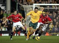 Fotball, 16.november 2004, Privatlandskamp, Norge - Australia ,  Magne Hoset, Norge, og Josip Skoko, Australia , Ardian Gashi , Norge