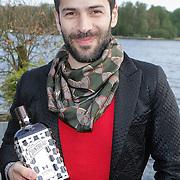 NLD/Amsterdam/20120514 - Presentatie Cointreau fles vol strikjes ontworpen door Alexis Mabille, Alexis Mabille met de hem ontworpen  cointreaufles met strikjes