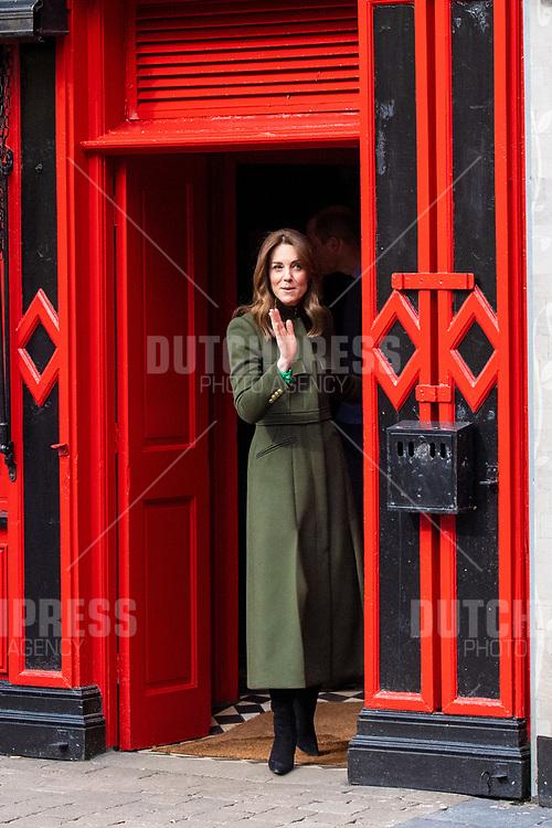 GALWAY - Catherine Hertogin van Cambridge bij een bezoek aan Tig Coili in Galway.