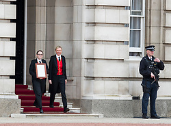 © Licensed to London News Pictures. 23/04/2018. London, UK. A notice is placed outside Buckingham Palace following the announcement of the Birth of a baby boy to The Duchess of Cambridge and Prince William. Photo credit: Ben Cawthra/LNP