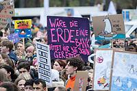 """29 NOV 2019, BERLIN/GERMANY:<br /> Demonstranten mit Transparent """"Waere die Erde ein Bank haettet Ihr sie schon gerettet"""", Fridays for Future Demonstration fuer mehr Klimaschutz, vor dem Brandenburger Tor<br /> IMAGE: 20191129-01-013<br /> KEYWORDS: Streik, Klima, Demo, Demostrant"""