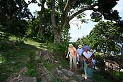 Staatsbezoek van Koning Willem Alexander en  Koningin Maxima aan Indonesie Dag 3 - Bezoek aan Silima Lombu Ecovillage in het Tobameer, Het Tobameer is het grootste vulkanische kratermeer in de wereld  ///  State visit of King Willem Alexander and Queen Maxima to Indonesia Day 3 - Visit to Silima Lombu Ecovillage in Lake Toba, Lake Toba is the largest volcanic crater lake in the world