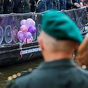 NLD/Amsterdam/20120804 - Canalparade tijdens de Gaypride 2012, boot defensie gadegeslagen door Kapitein van Dijck