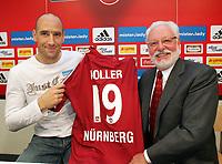 Fotball<br /> Foto: imago/Digitalsport<br /> NORWAY ONLY<br /> <br /> 06.01.2008<br /> Jan Koller und Präsident Michael A. Roth (beide Nürnberg) präsentieren das Trikot des Neuzugangs