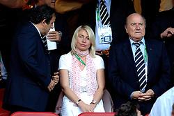 25-06-2006 VOETBAL: FIFA WORLD CUP: NEDERLAND - PORTUGAL: NURNBERG<br /> Oranje verliest in een beladen duel met 1-0 van Portugal en is uitgeschakeld / De voorzitter van de wereldvoetbalbond FIFA, Sepp Blatter en Michel Platini <br /> ©2006-WWW.FOTOHOOGENDOORN.NL