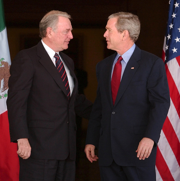 President Bush and  Canadian Prime Minister Paul Martin Wednesday March 23, 2005 at Baylor University Armstong Browning Library in Waco Texas. The North American leaders will sign a pact pledging to increase border security .  (Pool photo)  ©Bob Daemmrich/