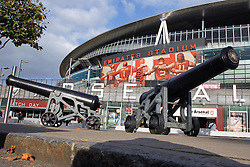 20.10.2015, Emirates Stadium, London, ENG, UEFA CL, FC Arsenal vs FC Bayern Muenchen, Gruppe F, im Bild Aussenansicht des Emirates Stadions // during UEFA Champions League group F match between Arsenal FC and FC Bayern Munich at the Emirates Stadium in London, Great Britain on 2015/10/20. EXPA Pictures © 2015, PhotoCredit: EXPA/ Eibner-Pressefoto/ Kolbert<br /> <br /> *****ATTENTION - OUT of GER*****