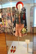 Beatrix opent tentoonstelling Máxima, 10 jaar in Nederland.//<br /> Queen Beatrix opens the exibition Maxima 10 years in the Netherlands<br /> <br /> Op de foto: Pakje Koninginnedag 2004 / Outfit Queensday 2004