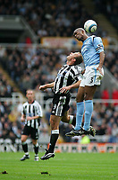 Fotball<br /> Premier League 2004/05<br /> Newcastle v Manchester City<br /> 24. oktober 2004<br /> Foto: Digitalsport<br /> NORWAY ONLY<br /> Manchester City's Sylvain Distin (R) towers above Newcastle's Alan Shearer (L) in an aerial battle
