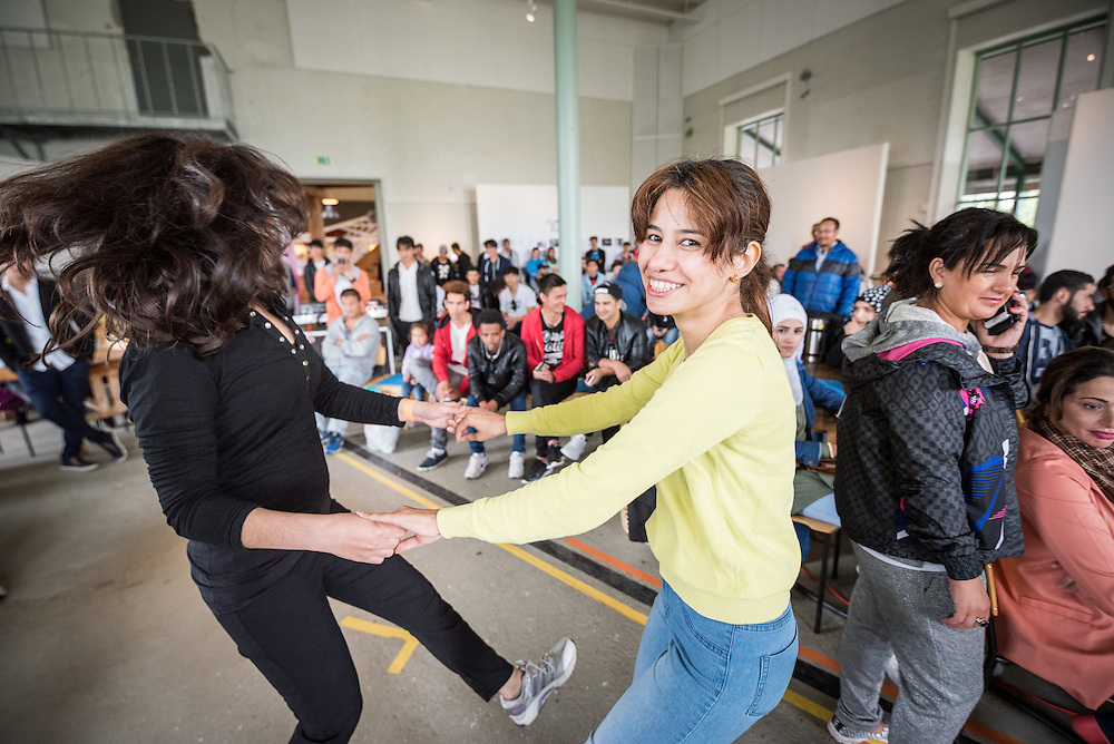 """13 August 2016, Norrbyskär, Umeå, Sweden: Happy dancers, during a workshop on Zumba fitness, held by Maria Zaitunah at the Kul-Tur Fest (""""Culture Festival""""). The event, which attracted hundreds of people, set out to offer a meeting place for Swedish culture and new forms of cultural expression, and featured baking competitions, dance workshops, book discussions, fingernail painting and music, among other things."""
