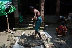 September 7, 2017 - Kolkata, West Bengal, India - A potter processing the mud to make it become usable for making clay pots in a pottery village on 7th September 2017 in South 24-Parganas, West Bengal, India. (Credit Image: © Avijit Ghosh/Pacific Press via ZUMA Wire)