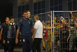 June 25, 2018 - Moscou, Rússia - MOSCOU, MO - 25.06.2018: ARRIVAL OF THE SELECTION IN MOSCOW - Paulinho of the Brazilian Soccer Team arrives with crowd at the door of the Renaissance hotel in Moscow, this Monday (25) (Credit Image: © Rodolfo Buhrer/Fotoarena via ZUMA Press)