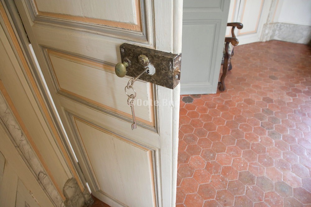 old style door with an old handle lock