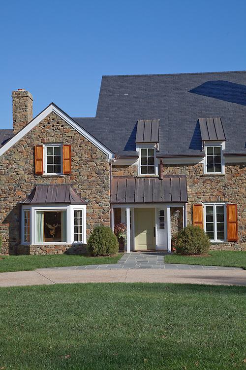 6594 McRaes Road, Warrenton VA Front home exterior stone wall