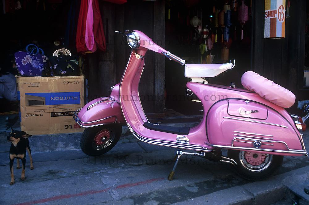Vietnam. Hoi Han. Scooter Vespa. // Vietnam. Hoi Han. Vespa Scooter.