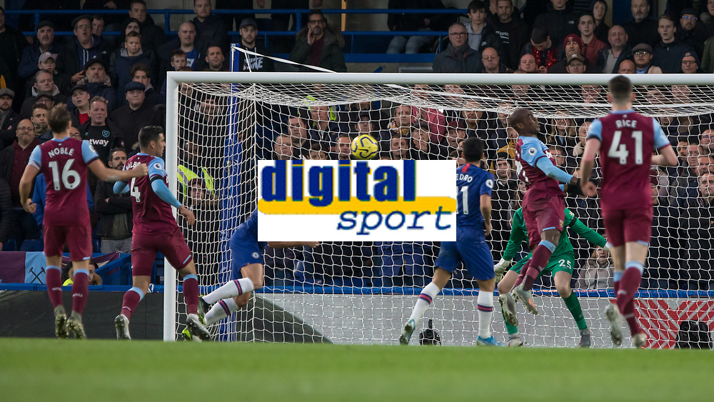 Football - 2019 / 2020 Premier League - Chelsea vs. West Ham United<br /> <br /> Olivier Giroud (Chelsea FC) misses the cross as it gets fired in across the West Ham box at Stamford Bridge <br /> <br /> COLORSPORT/DANIEL BEARHAM