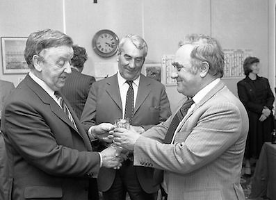 Chess Grand Masters, Clerys,Dublin 1, Ireland.1982.06.05.1982.05.06.1982.6th May 1982.USSR Chess Grandmaster visits Clerys. Mr Yefim Geller made a personal appearance in Clerys. Clerys sponsored the visit in conjunction with the Irish Chess Union, in agreement with the Russian Chess Federation. ..Mr Walls presents Mr Geller with a small memento to mark the occasion of his visit. Mr Keane looks on.