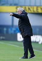 Football - 2020 / 2021 Premier League - Burnley vs. Newcastle United<br /> <br /> Newcastle United manager Steve Bruce in the technical area, at Turf Moor.<br /> <br /> <br /> COLORSPORT/ALAN MARTIN