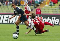v.l. Fredi Bobic Hertha, Torsten Frings<br /> Bundesliga FC Bayern München - Hertha BSC
