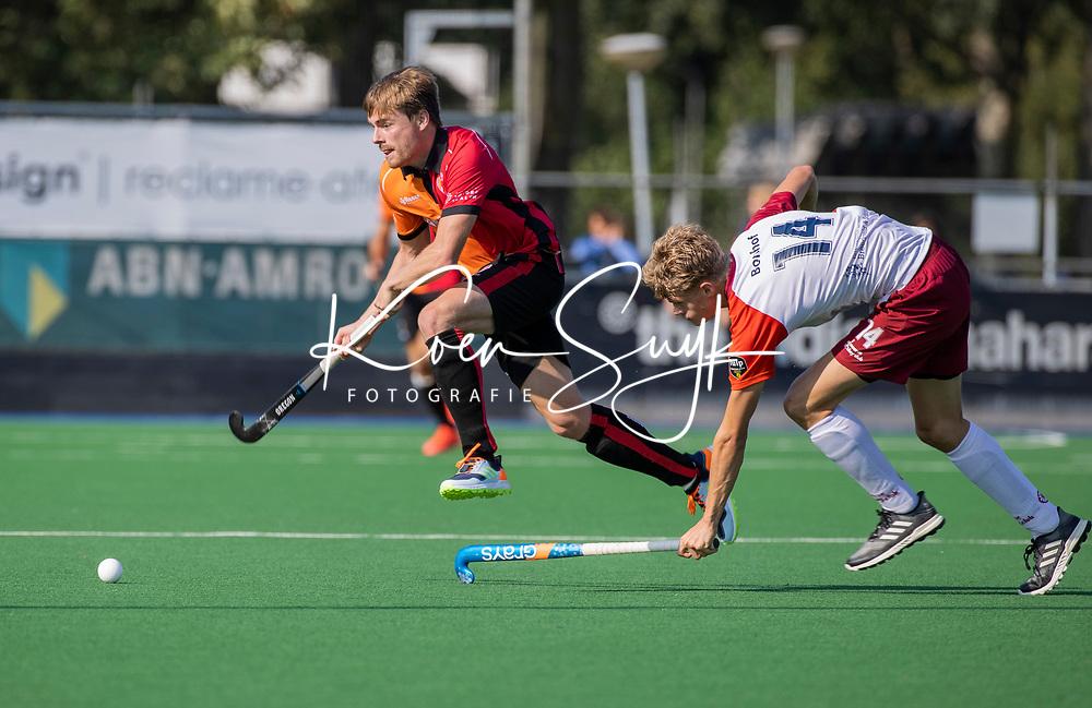 ALMERE -  Joep Natris (Oranje Rood) met Daan Bonhof (Almere)     tijdens de  TULP hoofdklasse competitiewedstrijd heren,    Almeerse HC-Oranje Rood (2-4).   COPYRIGHT KOEN SUYK
