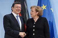 09 JAN 2007, BERLIN/GERMANY:<br /> Dr. Jose Manuel Barroso (L), Praesident der Europaeischen Kommission, und Angela Merkel (R), CDU, Bundeskanzlerin, verabschieden sich nach einer Pressekonferenz, nach der gemeinsamen Kabinettsitzung des Bundeskabinetts und der Kommission der Europaeischen Kommission, Bundeskanzleramt<br /> IMAGE: 20070109-02-065<br /> KEYWORDS: Dr. José Manuel Barroso, handshake