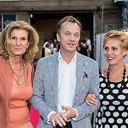 NLD/Rotterdam/20160915 - première Scapino Ballet jubileumvoorstelling TING!, Wim Pijbes en vriendinnen