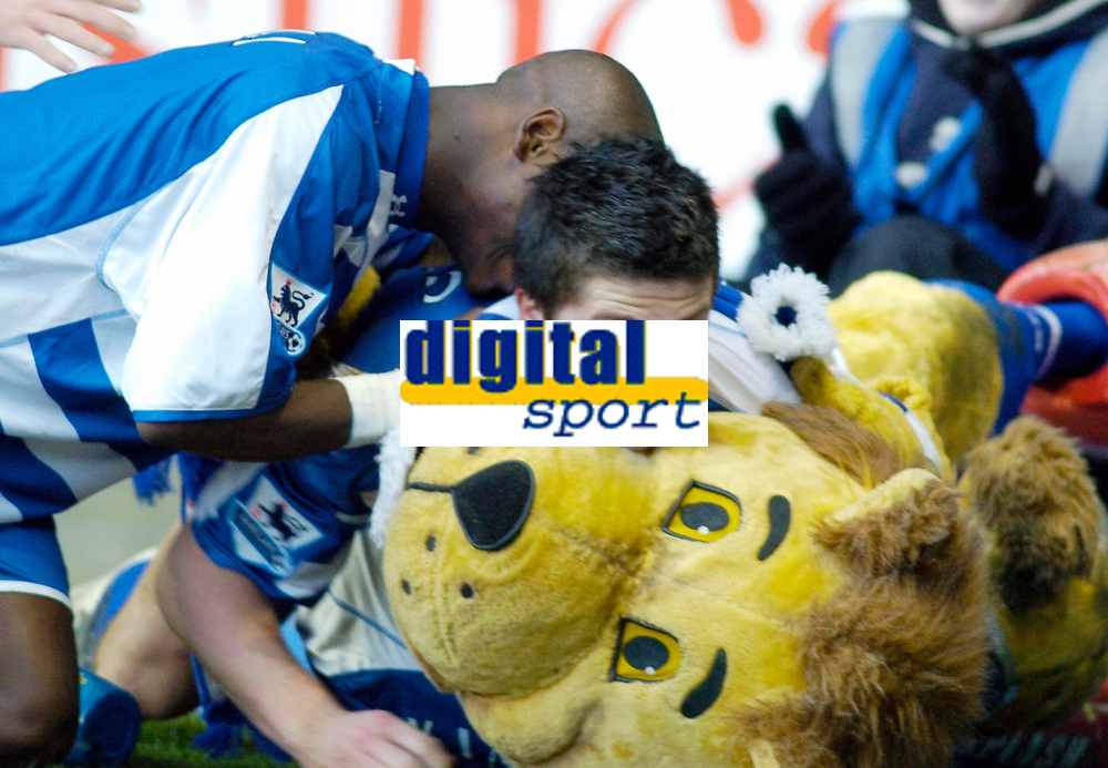 Photo: Gareth Davies.<br />Reading v Sheffield United. The Barclays Premiership. 20/01/2007.<br />Reading's Shane Long (C) celebrates his first Premiership goal with fellow striker Leroy Lita (L) and Reading's mascot (R).