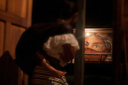 Murales in Morelia.<br /> Mujer en una pared de Morelia. Noche.