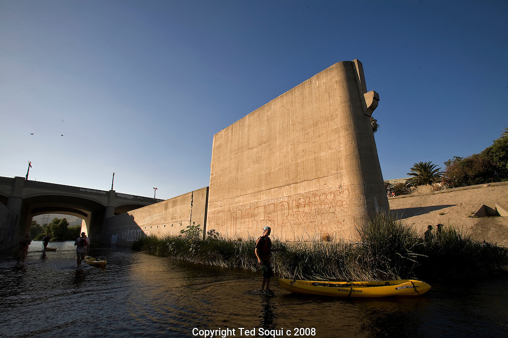 Day 2 of the LA River expedition. This stretch is called the Glendale Narrows..Mud People greet the kayaking team.