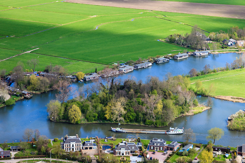 Nederland, Noord-Holland, Gemeente Loenen, 16-04-2012; riviertje de Vecht ter hoogte van Hinderdam, voormalig fort op eilandje (verscholen in de bosjes).The river Vecht with an ancient fortress on an isle, hidden behind the vegetation..luchtfoto (toeslag), aerial photo (additional fee required);.copyright foto/photo Siebe Swart