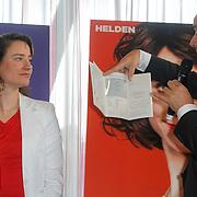 NLD/Ridderkerk/20120911 - Presentatie magazine Helden, Marianne Vos met de hanger die Gassan Diamonds schenkt