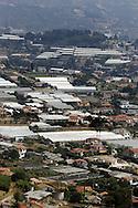 Sanremo: Vista sulle centinaia di serre presenti sul territorio sanremese.