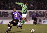 Fotball<br /> Frankrike 2004/05<br /> Istres v Saint Etienne<br /> 18. desember 2004<br /> Foto: Digitalsport<br /> NORWAY ONLY<br /> FREDERIC PIQUIONNE (ST-E) / STEVEN PELE (IST)
