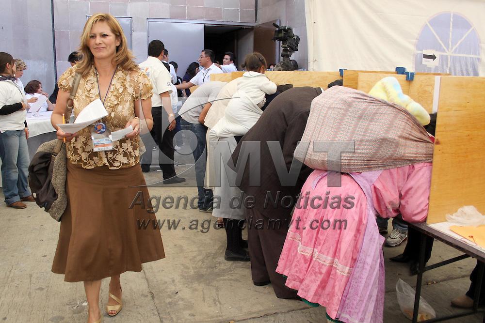 Toluca, Mex.- Alrededor de 2  mil delegados unitarios panistas del Estado de México acudieron este día a elegir a 100  candidatos  a consejeros estatales de 148 y determinar 23 propuestas para consejeros nacionales de los 94 registrados, las votaciones se realizaron en el Teatro Morelos de la ciudad de Toluca, el grupo más consolidado es el del senador Ulises Ramírez que tiene 72 candidatos y le siguen los grupos de Gustavo Parra y Germán Olivares. Agencia MVT / Crisanta Espinosa. (DIGITAL)<br /> <br /> NO ARCHIVAR - NO ARCHIVE