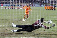 Fotball<br /> Foto: Dppi/Digitalsport<br /> NORWAY ONLY<br /> <br /> FOOTBALL - AFRICAN CUP OF NATIONS 2006 - FINAL - 060210 - EGYPT v IVORY COAST / ELFENBENSKYSTEN - PENALTY MISSED DIDIER DROGBA (CIV) / ESSAM EL HADARY (EGY)