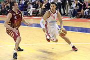 DESCRIZIONE : Milano Lega A 2013-14 Cimberio Varese vs Umana Reyer Venezia <br /> GIOCATORE :Rush Erik<br /> CATEGORIA : Palleggio<br /> SQUADRA : Cimberio Varese<br /> EVENTO : Campionato Lega A 2013-2014<br /> GARA : Cimberio Varese vs Umana Reyer Venezia<br /> DATA : 27/10/2013<br /> SPORT : Pallacanestro <br /> AUTORE : Agenzia Ciamillo-Castoria/I.Mancini<br /> Galleria : Lega Basket A 2013-2014  <br /> Fotonotizia : Milano Lega A 2013-14 EA7 Cimberio Varese vs Umana Reyer Venezia<br /> Predefinita :