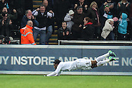 Gylfi Sigurdsson of Swansea City scores his teams first goal, 1-1, during the Premier League match between Swansea City and Crystal Palace at the Liberty Stadium, Swansea, Wales on 26 November 2016. Photo by Andrew Lewis.