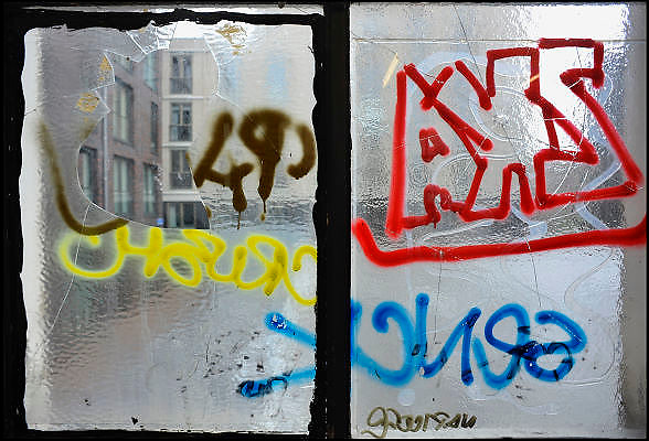 Nederland, Nijmegen, 1-6-2012Op een raam in een renovatiebuurt is grafitti getekend.Foto: Flip Franssen/Hollandse Hoogte