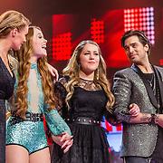 NLD/Hilversum//20170218 - Finale The Voice of Holland 2017, finalisten Sanne Hans, Isabel Provoost en winnende Pleun Bierbooms en coach Waylon