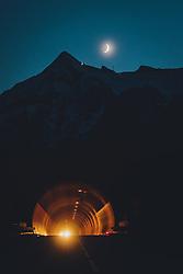THEMENBILD - der Neumond über den Kitzsteinhorn Gletscherskigebiet am Abend, aufgenommen am 20. Oktober 2020 in Kaprun, Österreich // the new moon over the Kitzsteinhorn glacier ski resort in the evening, Kaprun, Austria on 2020/10/20. EXPA Pictures © 2020, PhotoCredit: EXPA/ JFK