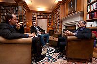 31 MAY 2010, BERLIN/GERMANY:<br /> Jagdish Natwarlal Bhagwati, indischer Oekonom und Professor fuer Politik und Wirtschaft an der Columbia University, Thomas Fricke (L) und Martin Kaelble (M), G+J Wirtschaftsmedien, waehrend einem Interview, Bibiothek der American Academy<br /> IMAGE: 20100531-02-082<br /> KEYWORDS: Jagdish Bhagwati, Ökonom