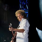 NLD/Utrecht/20100903 - Premiere Queen musical We Will Rock You, Queen gitarist Brian May gitaar spelend
